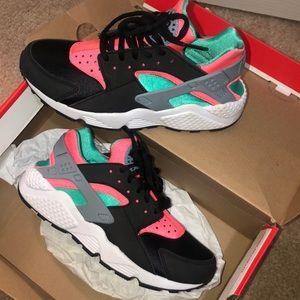 Nike Huaraches Sneakers